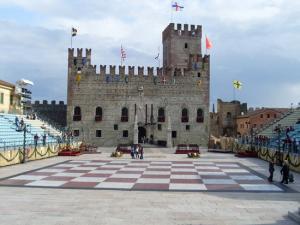 la-piazza-degli-scacchi